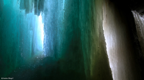 Behind Minnehaha Falls © Andor (2)