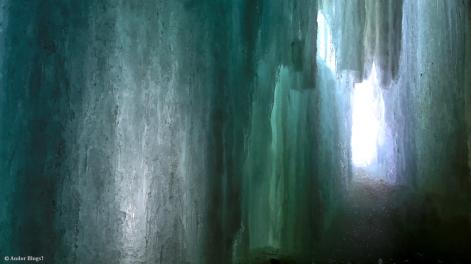 Behind Minnehaha Falls © Andor (3)
