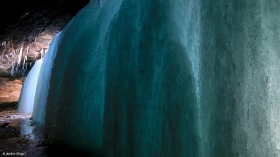 Behind Minnehaha Falls © Andor (4)