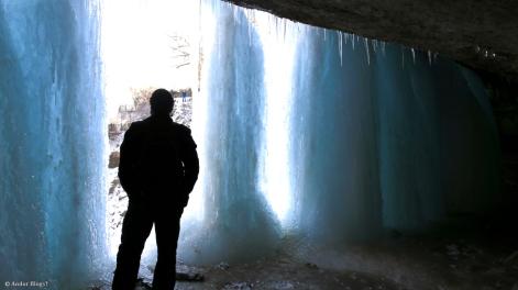 Behind Minnehaha Falls © Andor (9)